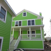 Key Lime and Keyhole 6 Br home by RedAwning