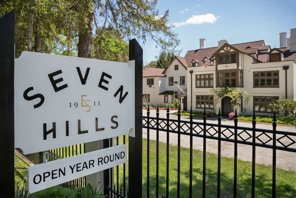 Front of Property, Seven Hills Inn