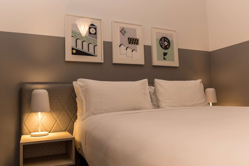 Room, The Ultimo