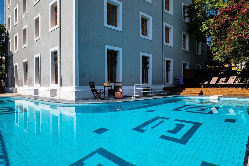 A for art design hotel in thasos island hotel rates for Designhotel island