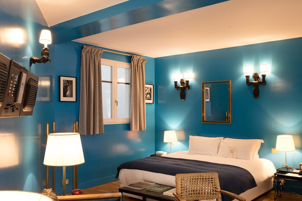 hotel grand amour paris room prices reviews travelocity. Black Bedroom Furniture Sets. Home Design Ideas