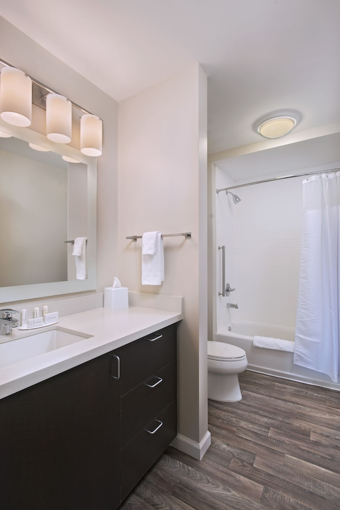 Bathroom, TownePlace Suites by Marriott Slidell