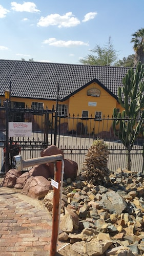 Flintstones Guest House Fourways