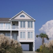 Island Breeze 4 Br home by RedAwning