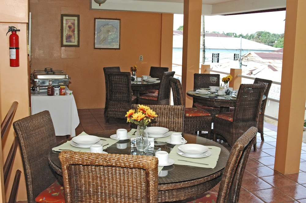 Breakfast Area, Hotel Oasis Bluefields