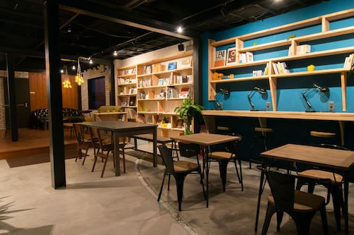 TONAGI Hostel and Cafe
