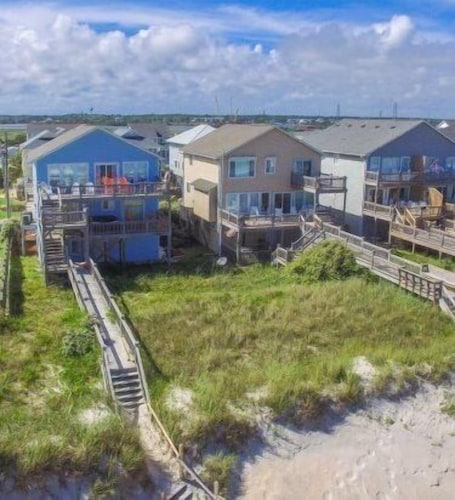 Sparrows Beach Nest 6 Br home by RedAwning