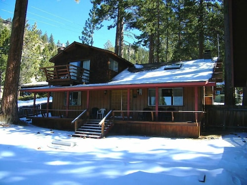 Very Comfortable 4 Tahoe Retreat 4 Br home by RedAwning