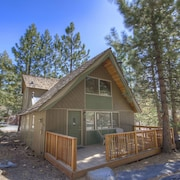 3 Br cabin Well Maintained North Lake by RedAwning