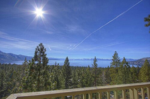 Panoramic Views of Lake Tahoe 8 Br home by RedAwning
