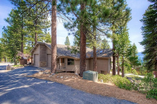 5BR Lake View Home Located in Incline Village by RedAwning