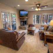 Lake Village Luxury 3 Br condo by RedAwning