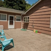 Surfers Cove Cannon Beach 3 Br home by RedAwning