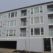 Amnera 2 Br condo by RedAwning