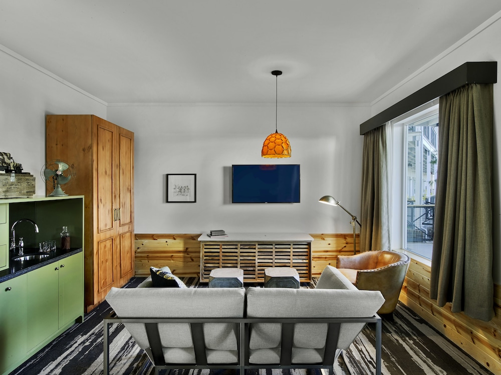 Room, Cavalry Court, by Valencia Hotel Group