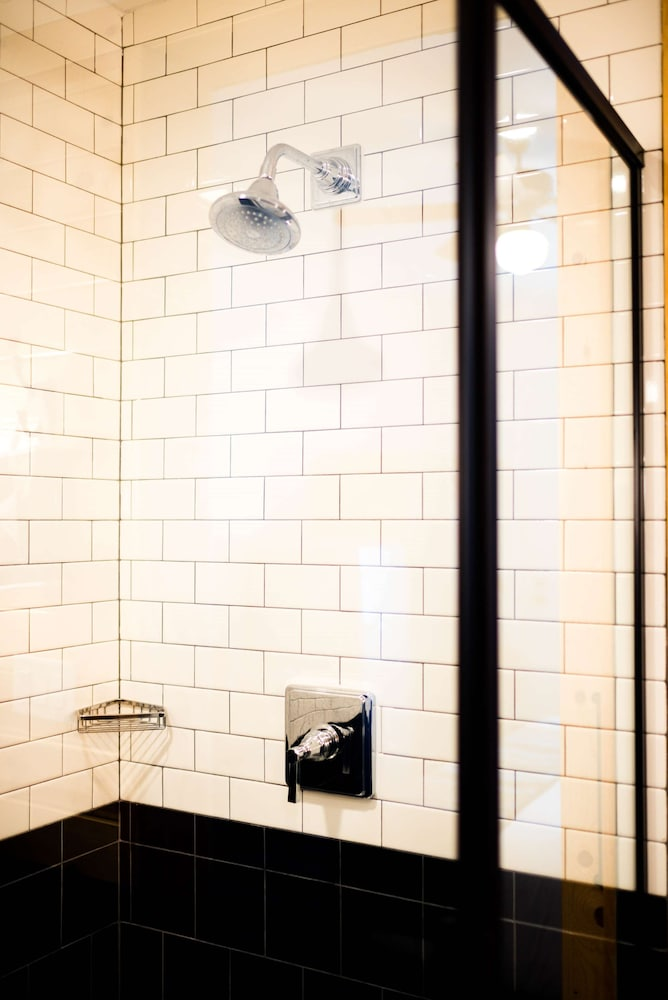 Bathroom, Cavalry Court, by Valencia Hotel Group