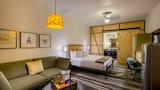 Cavalry Court - College Station Hotels