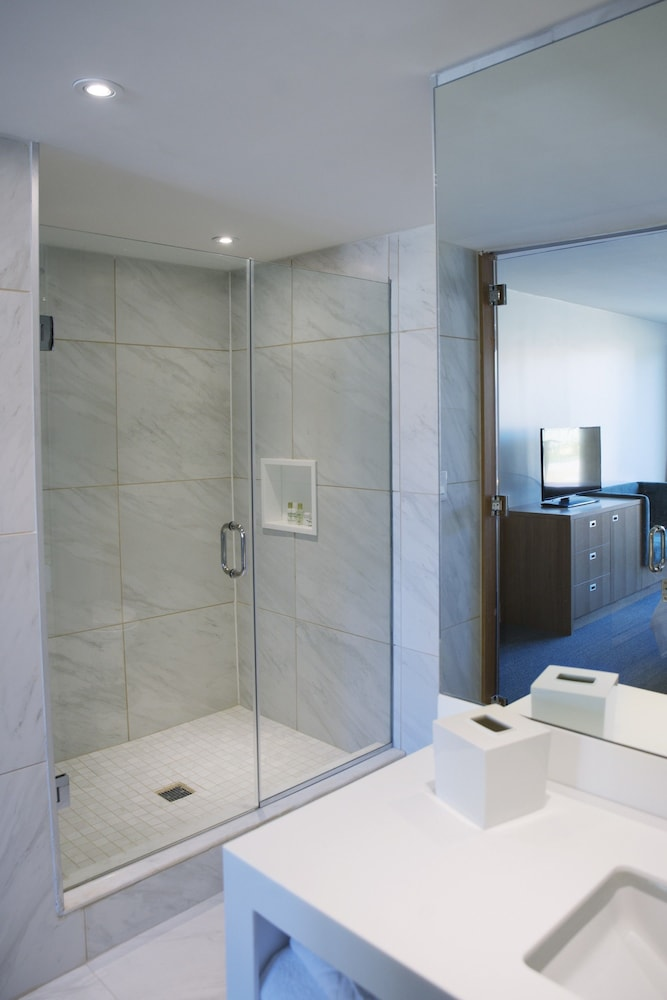 Bathroom, West Wing Hotel, Ascend Hotel Collection