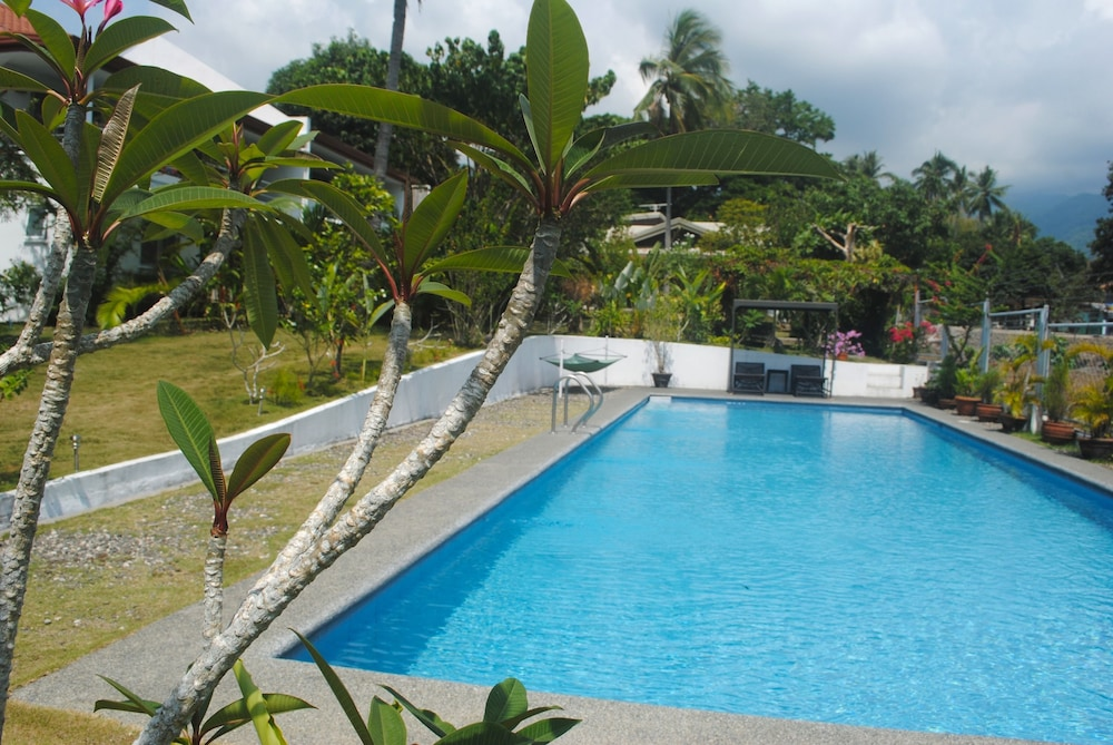 Book marpas apartments dumaguete hotel deals Dumaguete hotels with swimming pool