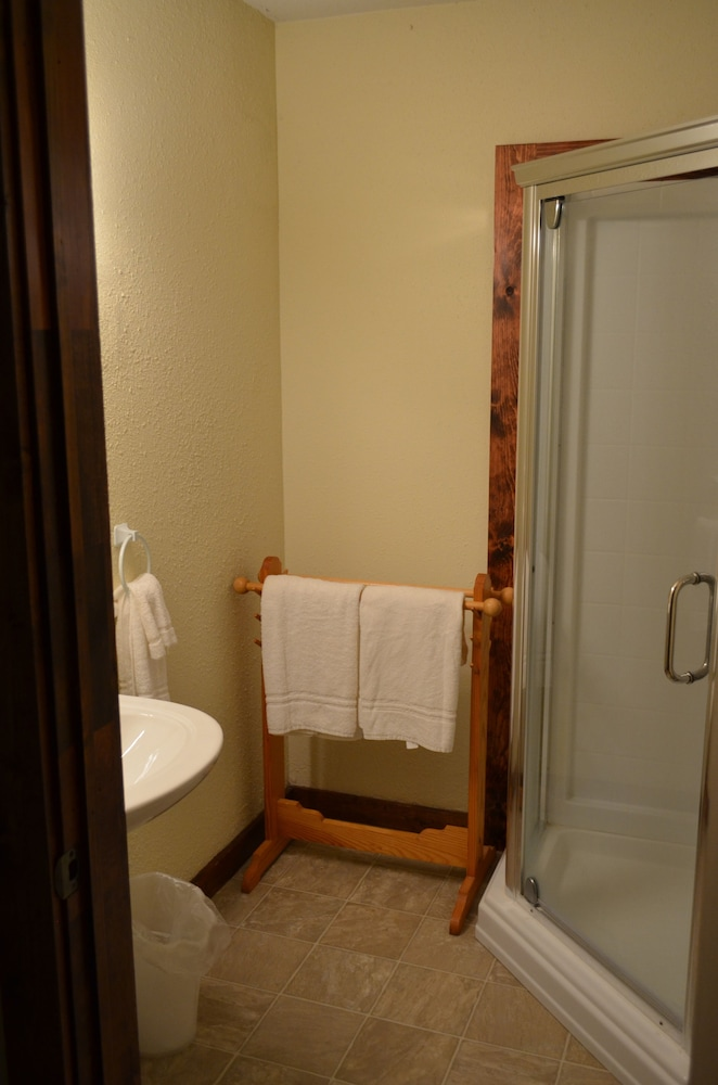 Bathroom, Foggy Mountain Lodge