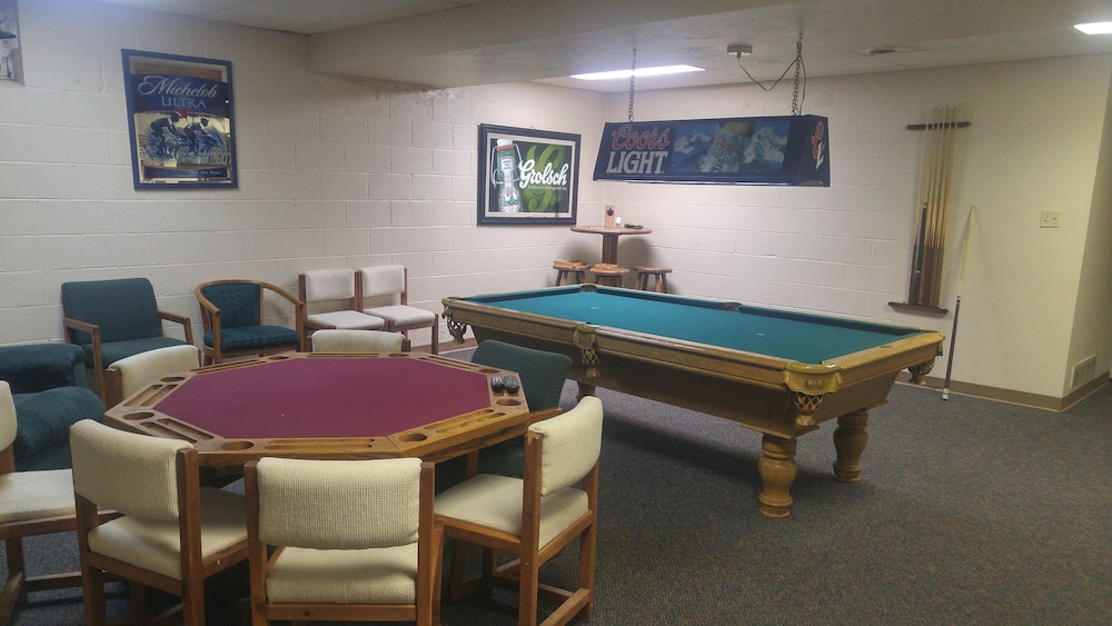 Game Room, Foggy Mountain Lodge