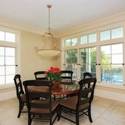 14 Singleton Shores Manor 6 Br home by RedAwning