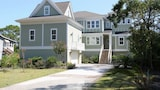 18 Sand Dollar Road Oceanfront 7 Br home by RedAwning - Hilton Head Island Hotels