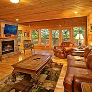 Grand Timber 5 Br cabin by RedAwning