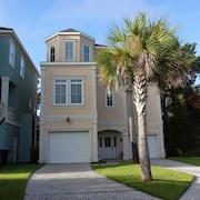 45 Crabline Court Near Ocean 4 Br home by RedAwning