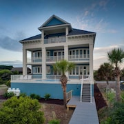 29 Singleton Beach Place Oceanfront 6 Br home by RedAwning
