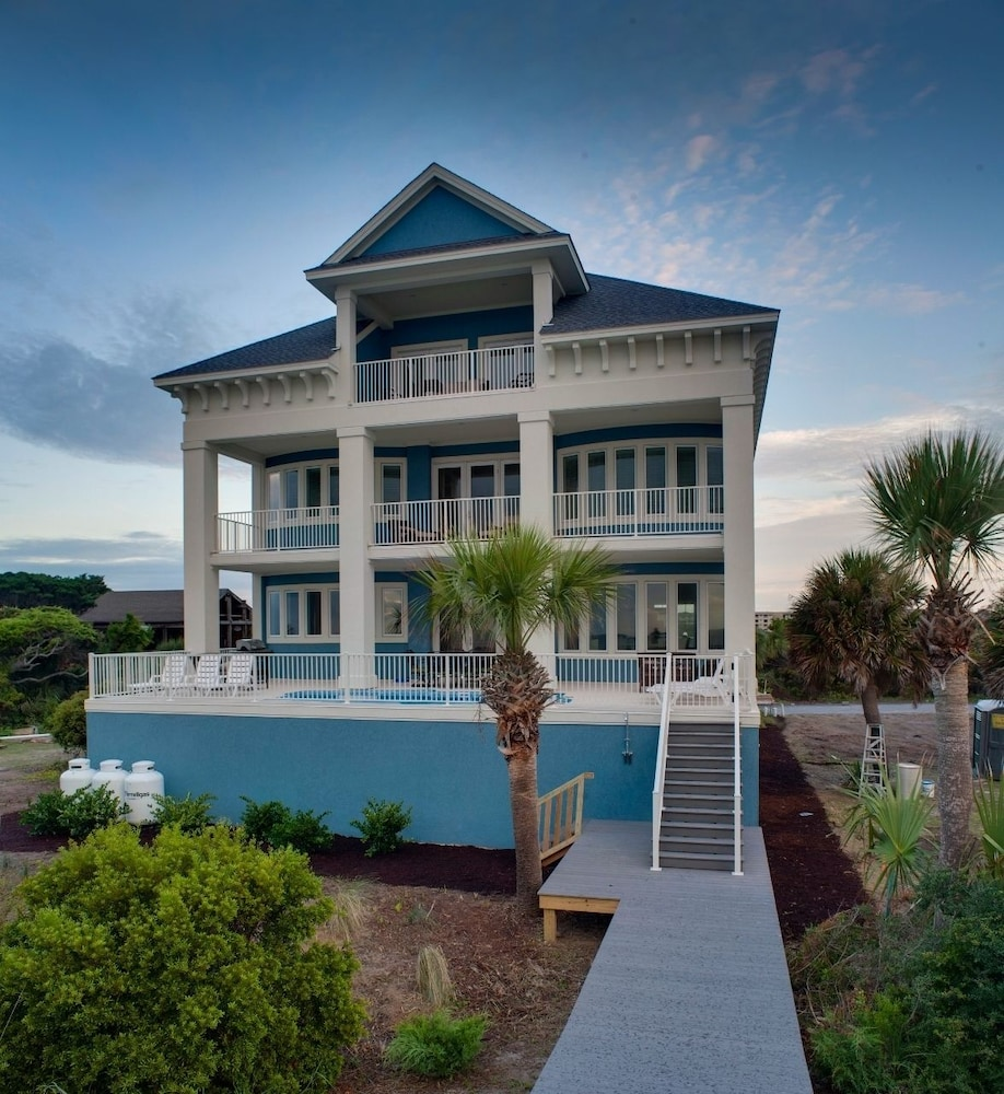 Reges Oceanfront Resort Home: 29 Singleton Beach Place Oceanfront 6 Br Home By RedAwning