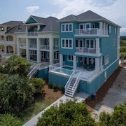 27 Singleton Beach Place Oceanfront 6 Br home by RedAwning