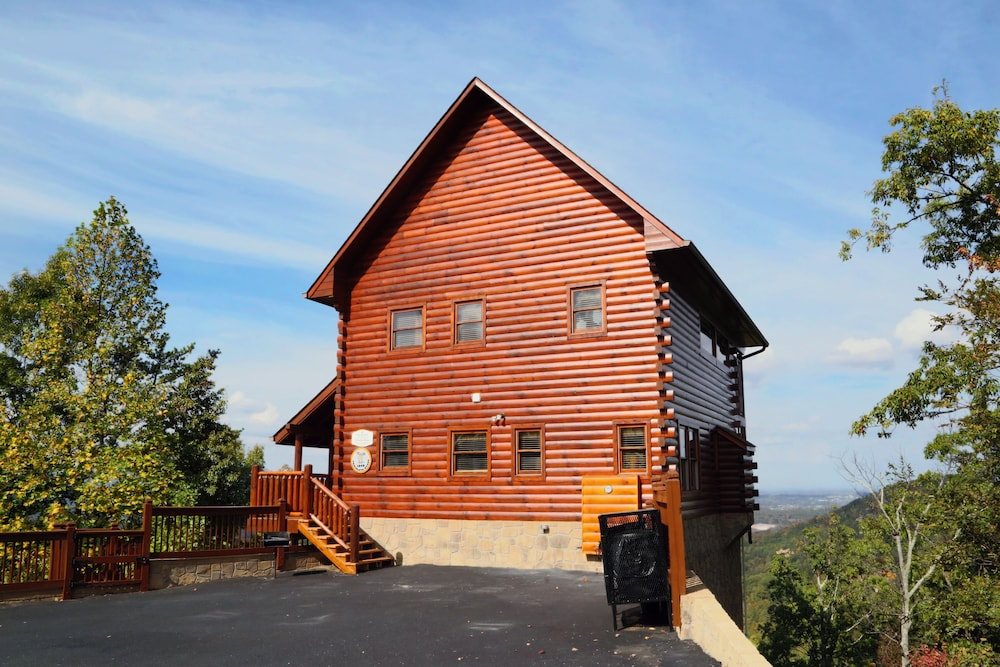 chocolate moose 2 br cabin by redawning in gatlinburg