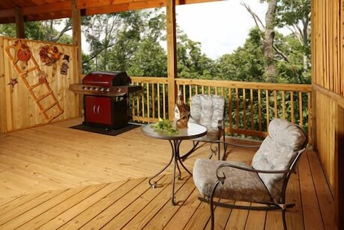 Book hanging round 1 br cabin by redawning sevierville for 37862 vessing terrace
