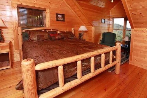 Previous image  3 total items. Book Hullabaloo 4 Br cabin by RedAwning   Gatlinburg   Pigeon