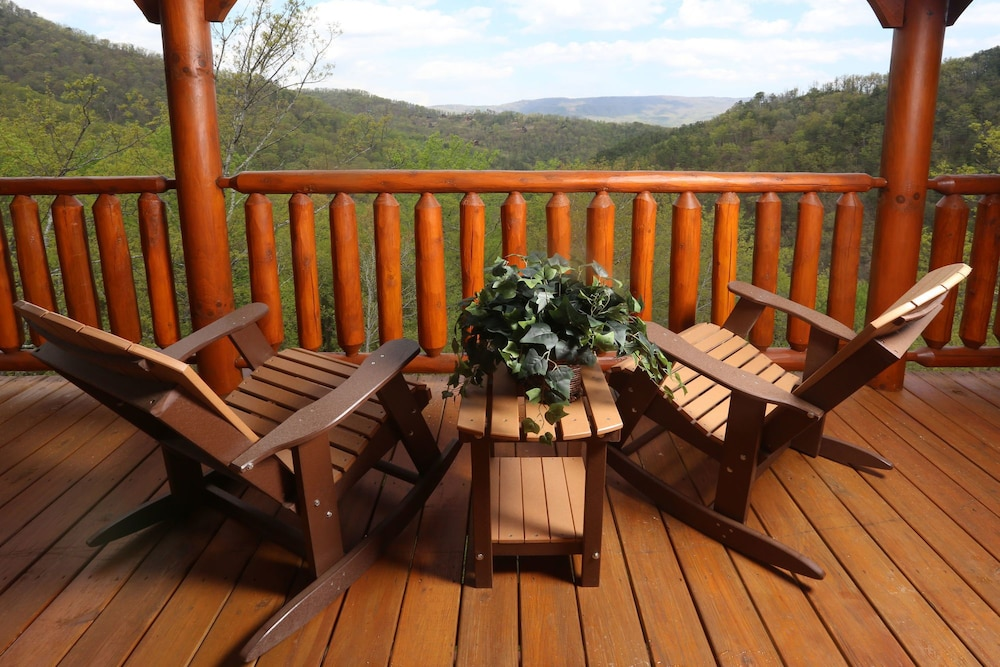 Book mountain dreams 2 br cabin by redawning sevierville for 37862 vessing terrace