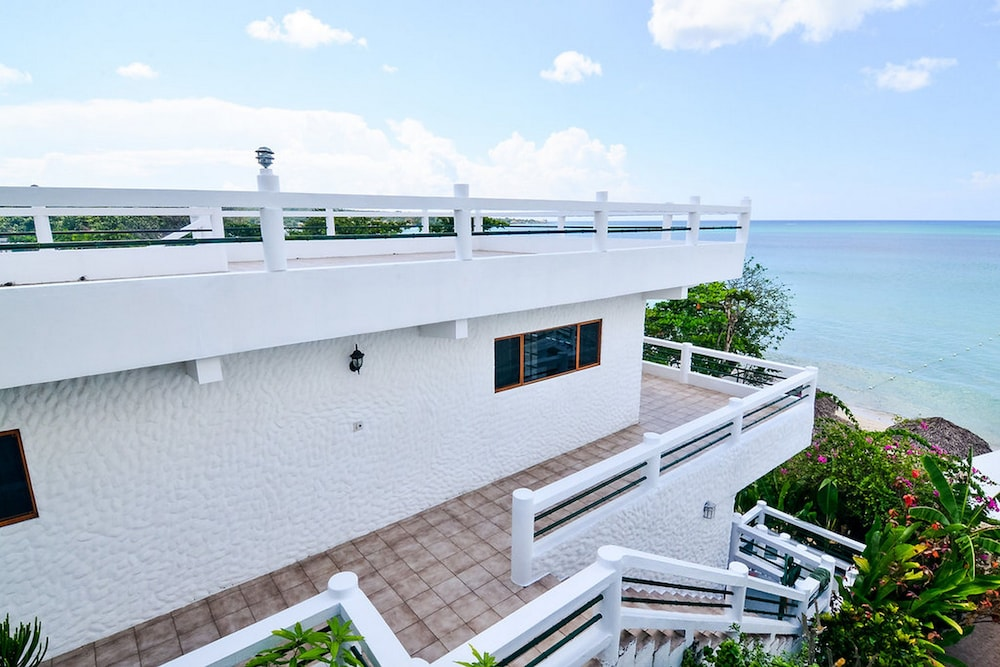 Beach house condos negril in negril hotel rates for 11 westmoreland terrace