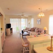 River Oaks 35 F 2 Br condo by RedAwning