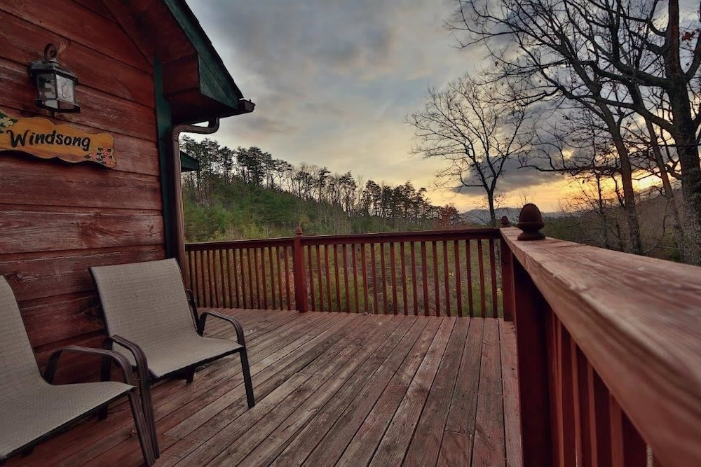 Windsong 2 br cabin by redawning sevierville usa hotwire for 37862 vessing terrace