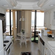 Maison Sur Mer 604 2 Br condo by RedAwning