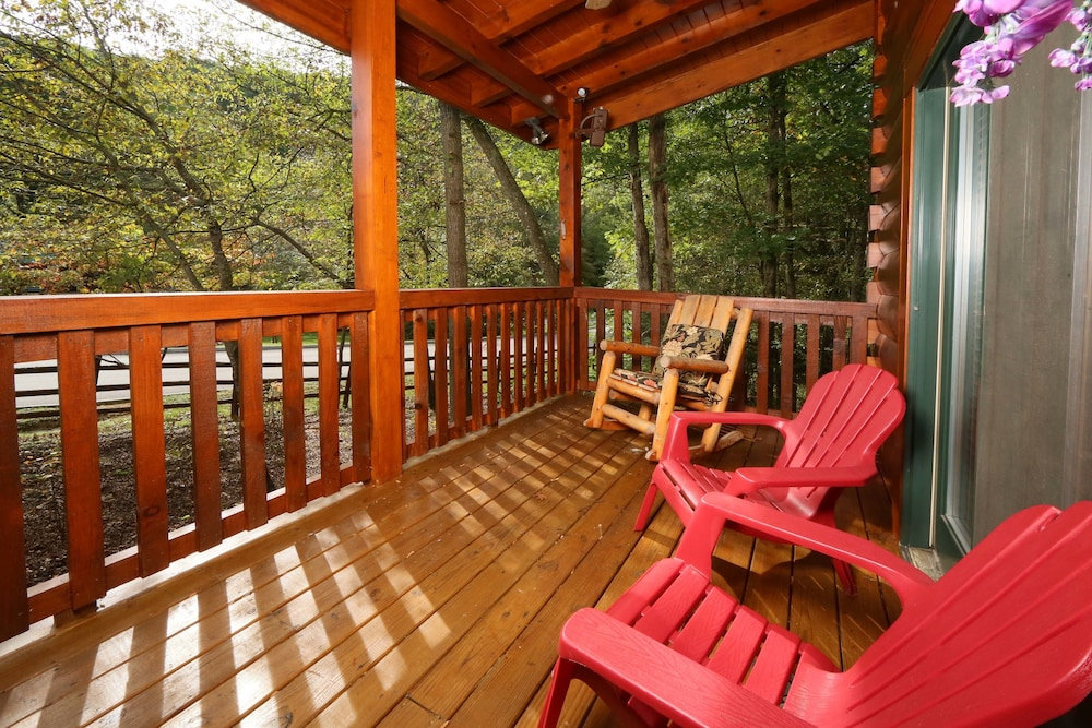 Southern hospitality 2 br cabin by redawning deals for 37862 vessing terrace