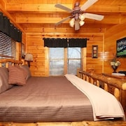 Mountain Top Retreat 1 Br cabin by RedAwning
