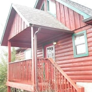 Hakuna Matata 4 Br cabin by RedAwning