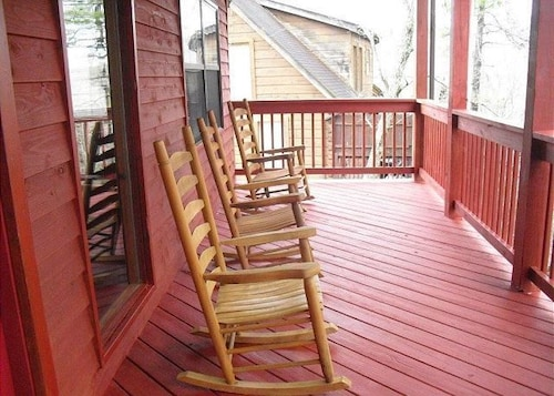 Hakuna matata 4 br cabin by redawning deals reviews for 37862 vessing terrace