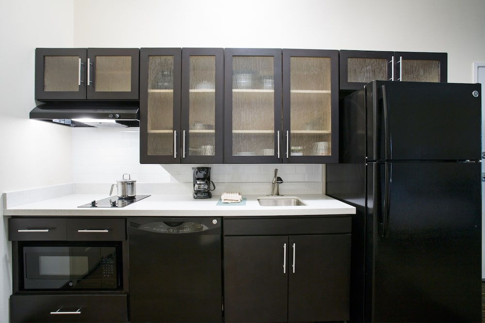 Private Kitchenette, Candlewood Suites Longmont