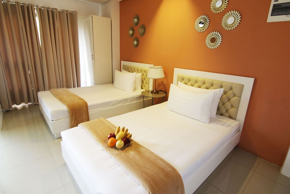 Room, Baymont Suites & Residences