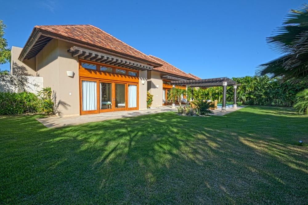 Book the villas at cap cana by alsol punta cana hotel deals for Villas en punta cana