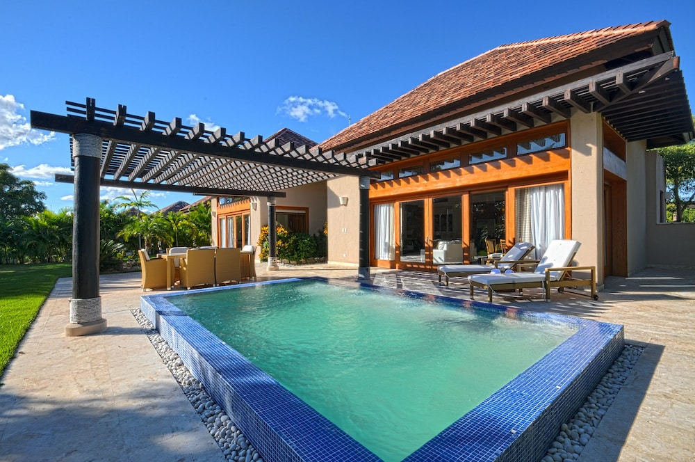 The villas at cap cana by alsol 2017 room prices deals for Villas en punta cana