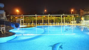 Seasonal outdoor pool, open 8:00 AM to 6:30 PM, free cabanas