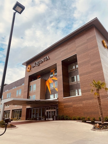 La Quinta Inn & Suites by Wyndham Dallas Grand Prairie North